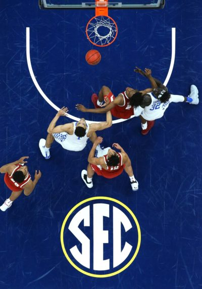 Mar 10, 2018; St. Louis, MO, USA; Alabama Crimson Tide guard Collin Sexton (2) and Kentucky Wildcats forward Wenyen Gabriel (32) battle for position on a rebound as forward Sacha Killeya-Jones (1) and guard Dazon Ingram (12) and forward Braxton Key (25) look on during the semifinals of the SEC Conference Tournament at Scottrade Center. Kentucky won 86-63. Mandatory Credit: Billy Hurst-USA TODAY Sports